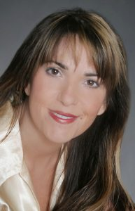 Stephanie Bond Headshot